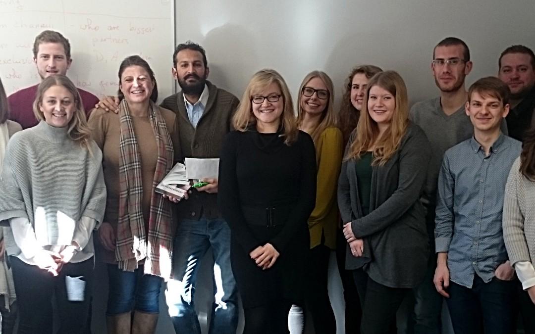 Tourismus-Student/innen unterstützen Weihnachtsaktion